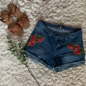 Boom Boom Jeans Floral Detail Mid Rise Shorts